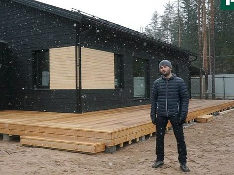 Черный дом с террасой по скандинавской каркасной технологии
